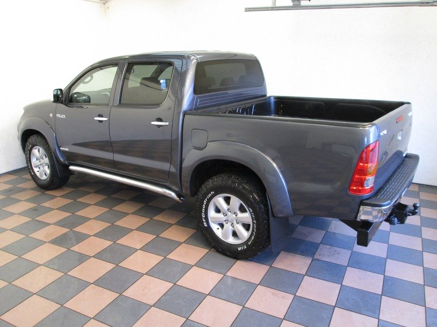 View TOYOTA HILUX 3.0 D4D Invincible